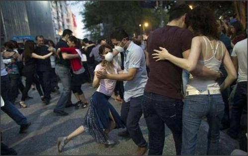 Tango a piazza Taksim.jpg