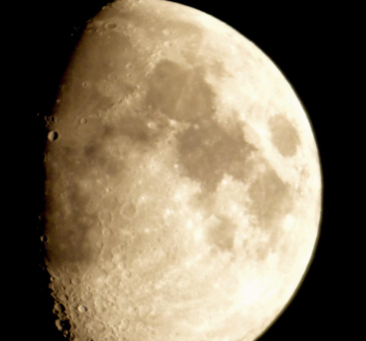 weekend-moon-1.jpg