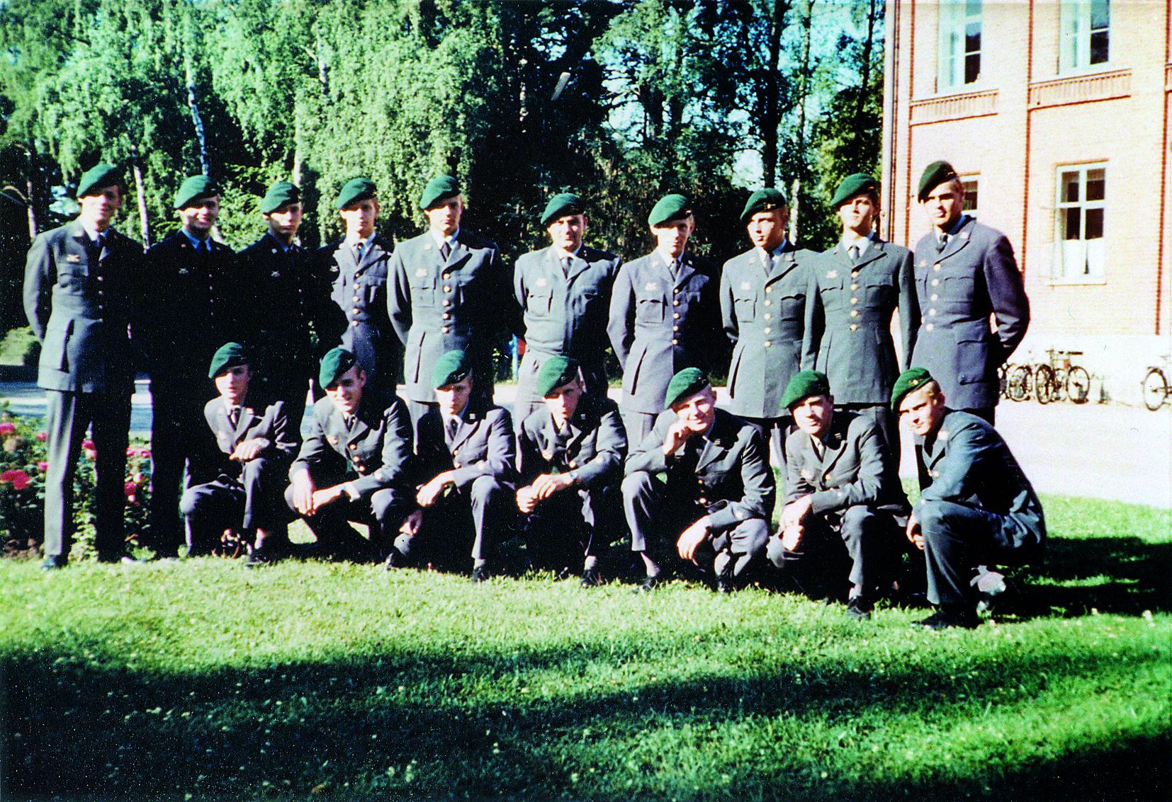 Plutonchefsskolan 1968. Lt Osis ses i mitten av bakre raden.