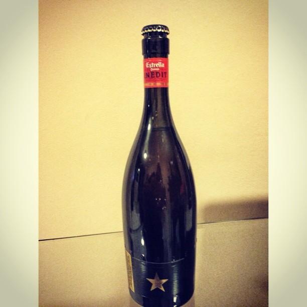 Nuestra cerveza del mes Estrella Damm Inedit