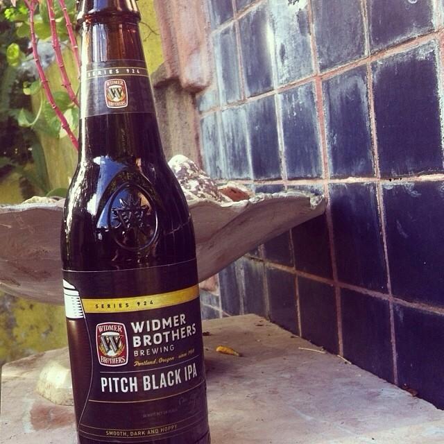 Widmer Brothers Pitch Black IPA vía @lornajps en Instagram