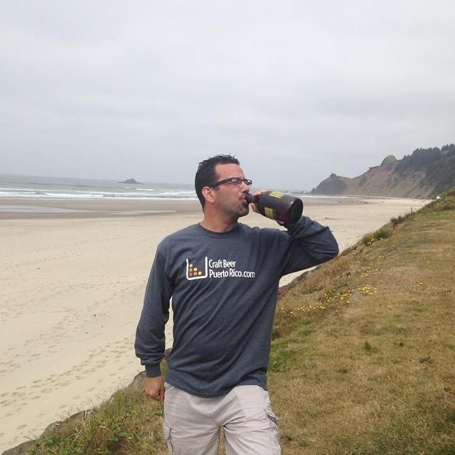 Pedro desde Oregon con su long-sleeve shirt de Craft Beer PR