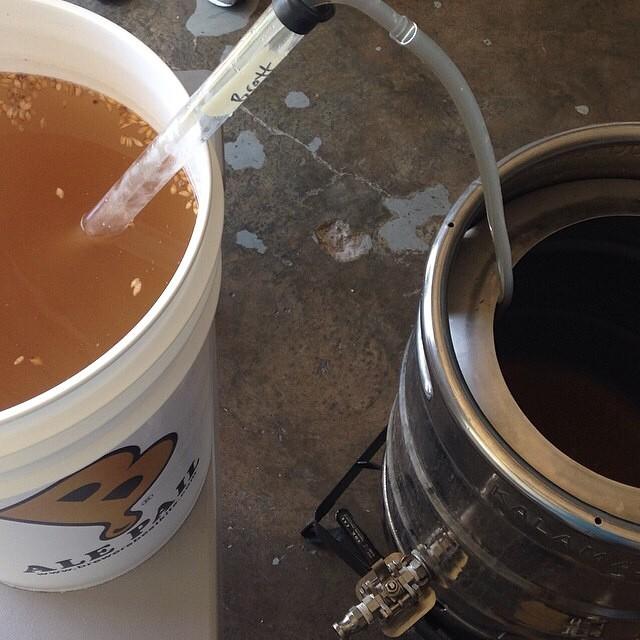 """Homebrewing cervezas artesanales """"sour"""" vía @jsantiagomurphy en Instagram"""