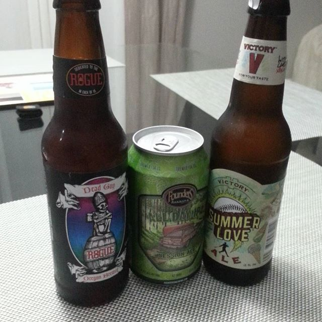 Rogue Dead Guy Ale, Founders All Day IPA y Victory Summer Ale vía @jangus_24pr en Instagram