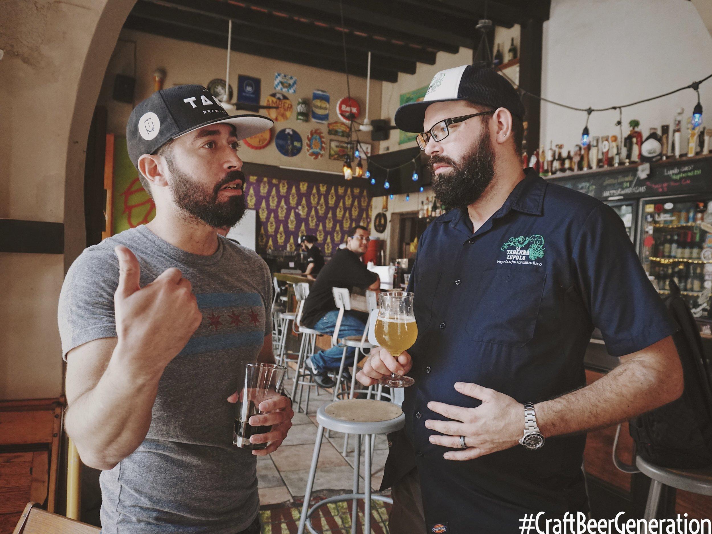 Deizquierda a derecha: Gustavo Franceschini de Craft Beer Generation y Jake Liman, Dueño de La Taberna Lúpulo.