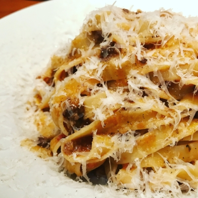 Meat sauce tagliatelle with beef shank, bacon, parmigiano