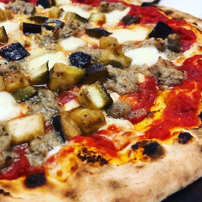Salsicha and aubergine pizza