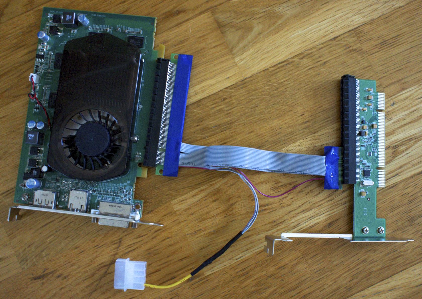Radeon 5570 i PCIe forlenger og PCI adapter