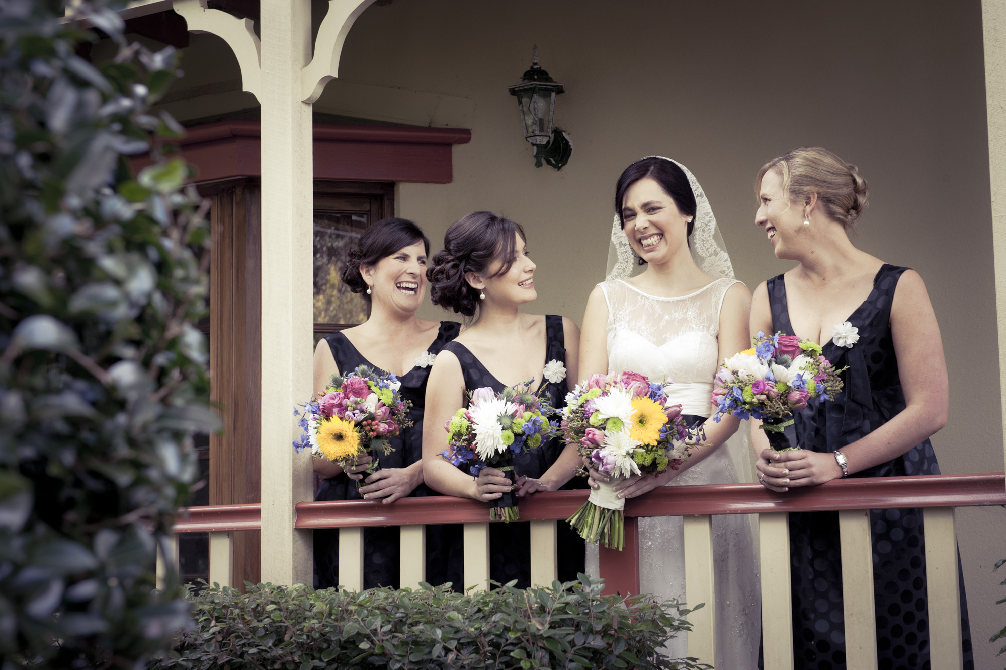bridesmaids in black with bright bouquets  |  brisbane wedding photography  |  fuschia photography