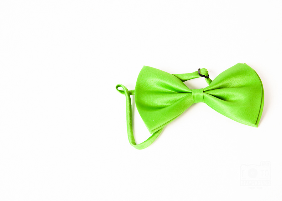 vintage-style green bow tie