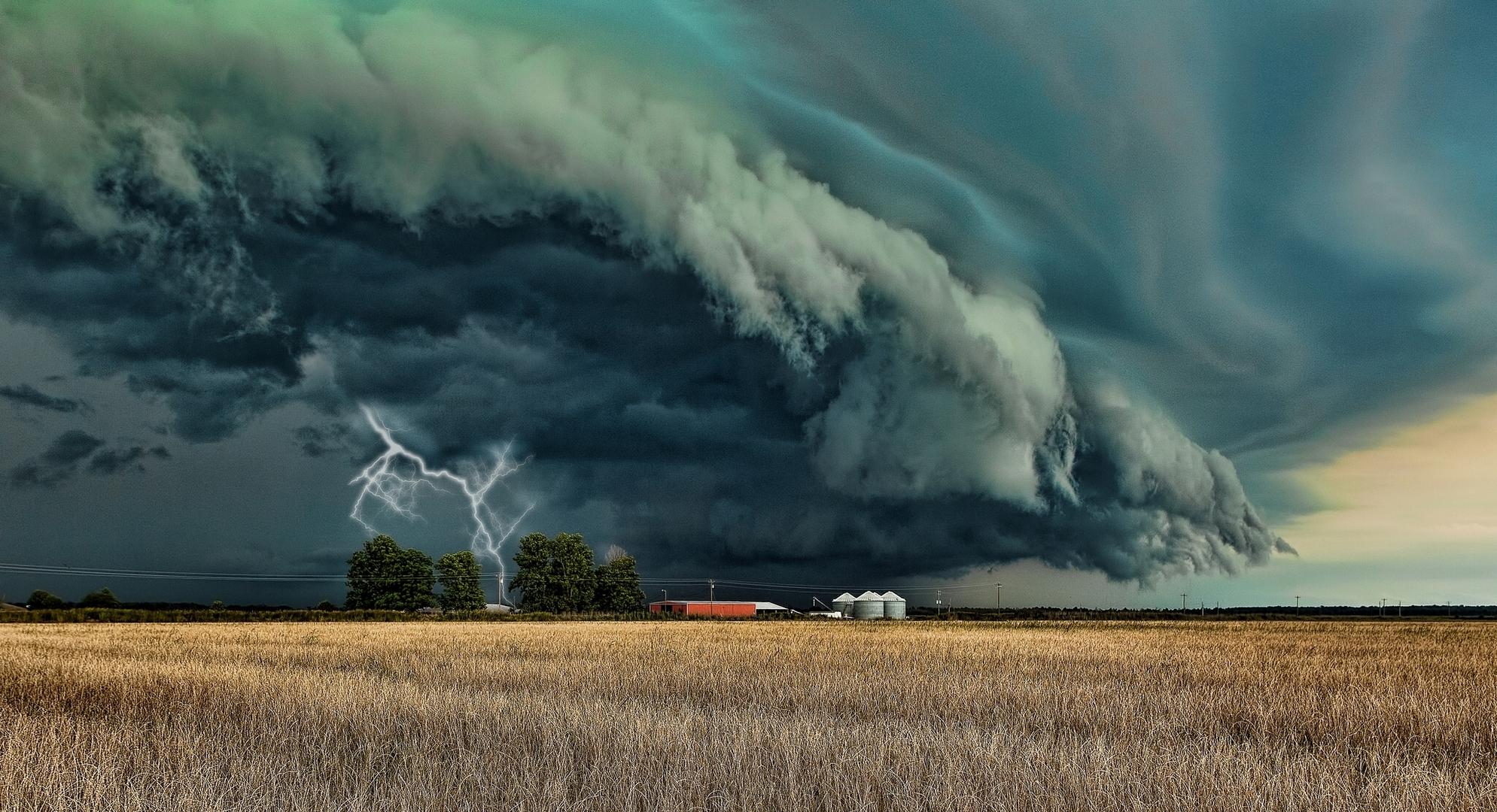 beautiful-storm-clouds-wallpaper-4.jpg