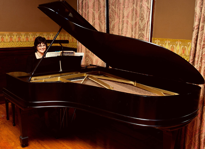 Pianist for Parties, Sharon Planer, performs beautiful piano music for corporate events.