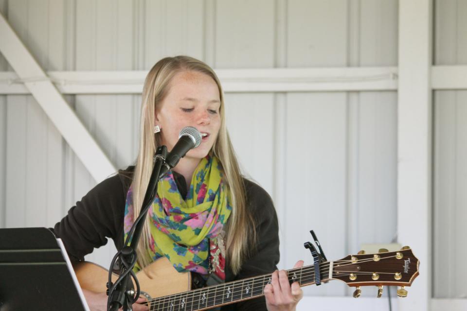 josie Nelson, singer / songwriter