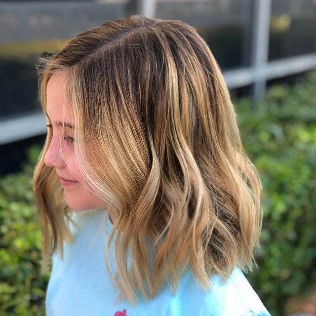 We can't get over how cute this girl is!😍 Also, her hair looks pretty good too 😉💇🏼‍♀️💞 color by : @coloredbyhannah & cut and style by: @madison_pena  #Keithkristofer #austinhairstylist #goldwell #goldwellapprovedus #iamgoldwell #highlights #atxstylist