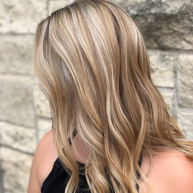 Yes yes YES 🙌🙌🙌 How amazing is this blend by @arianbrumby ?? We've got quite the talented team here. • • Ready to change up your look?? Give us a call or shoot us a text! We'd love to help you out. 😊 • • #highlights #dimensionalblonde #blonde #blondehair #goldwellsalon #dimensionalhighlights #blendedhair #goldwellapprovedus #atxhair #atxsalon #atxcolor #behindthechair