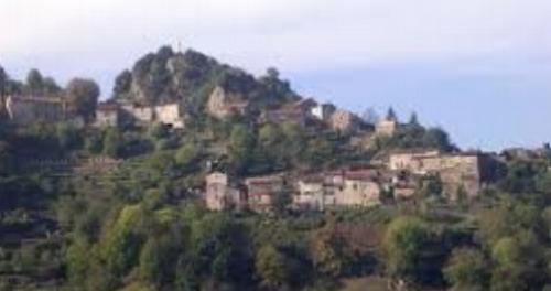 Castaunouze: Jolie hameau au pied de la Montagne Noire à 10 minutes de Mazamet et sa gare