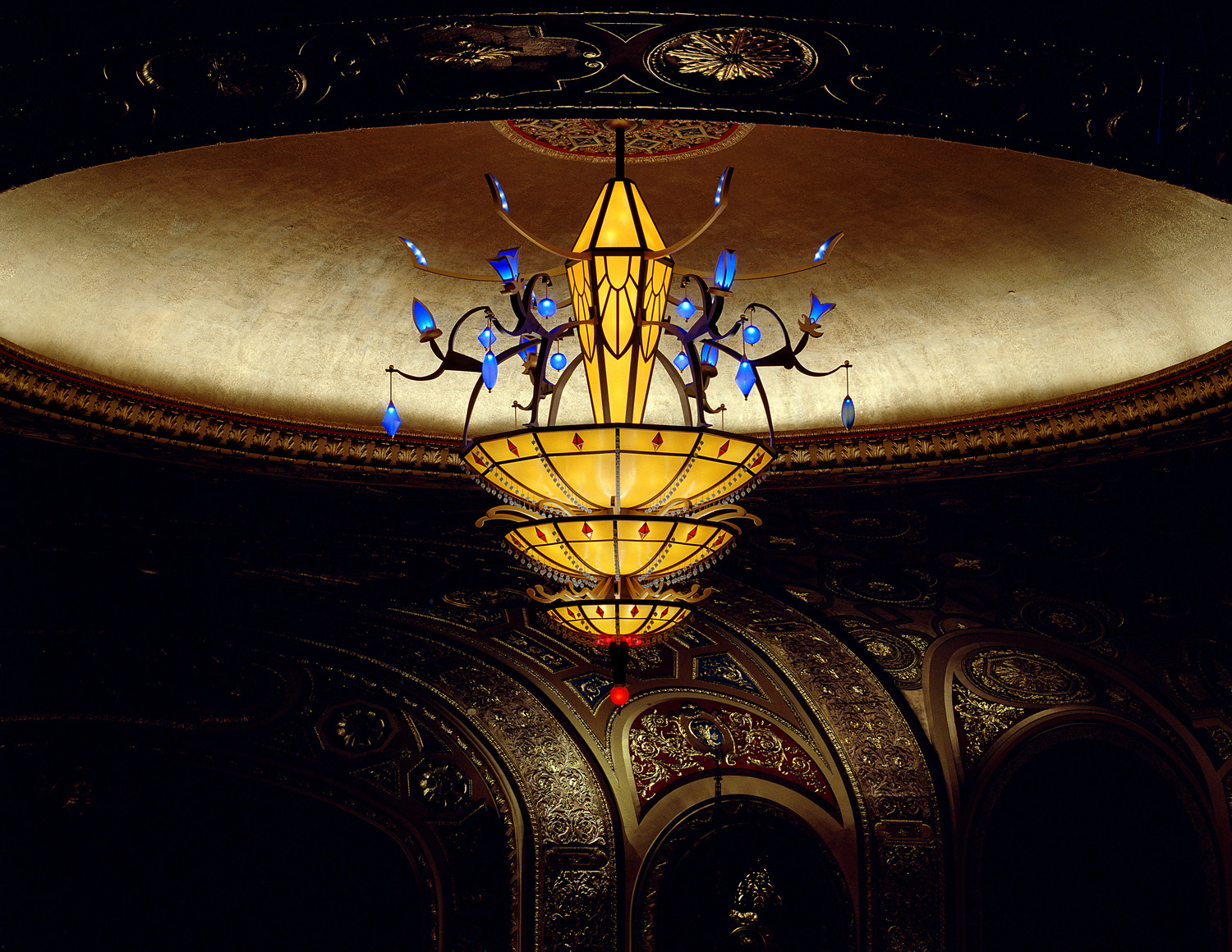 Tribute    2004. Blown glass, molded and fabricated acrylic sheet, powder coated steel, aluminum and bronze. 260 incandescent lamps, 19 high output LED clusters. 18 x 15 feet diameter, 3,950 pounds. Providence Performing Arts Center, Providence, RI