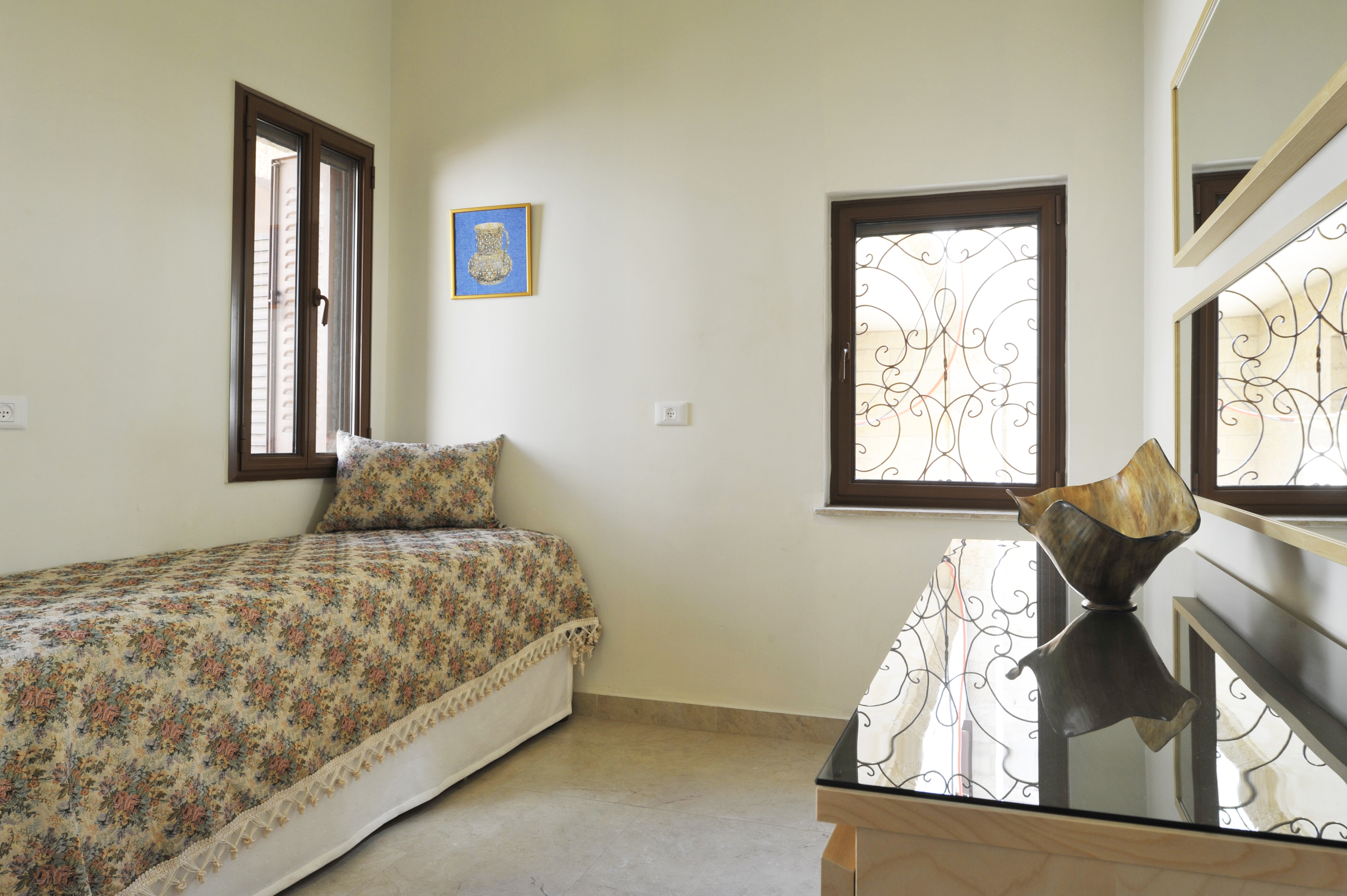 22 - Medium Bedroom.JPG