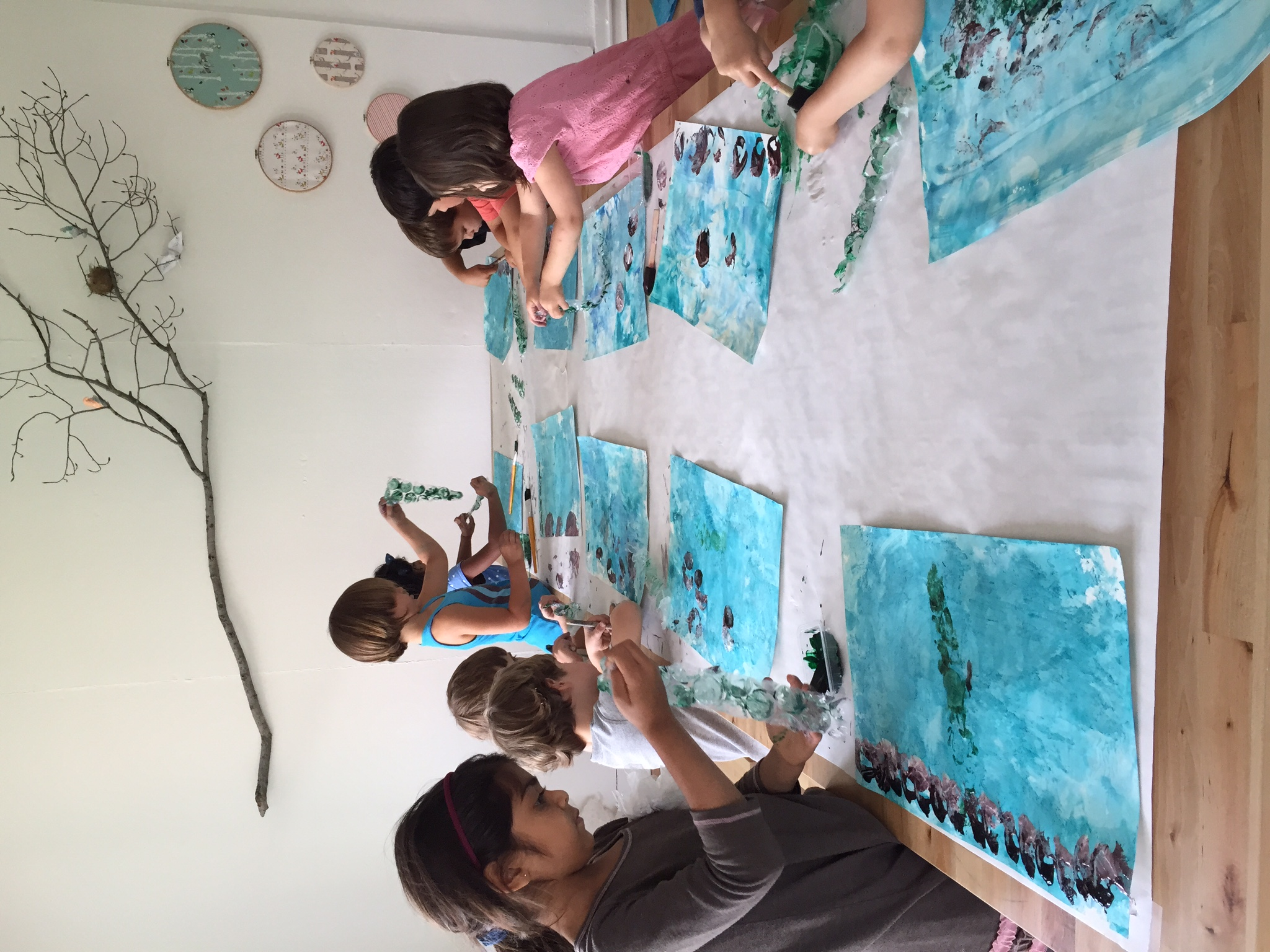 Bubble wrap ocean paintings with Swimmy by Leo Lionni.