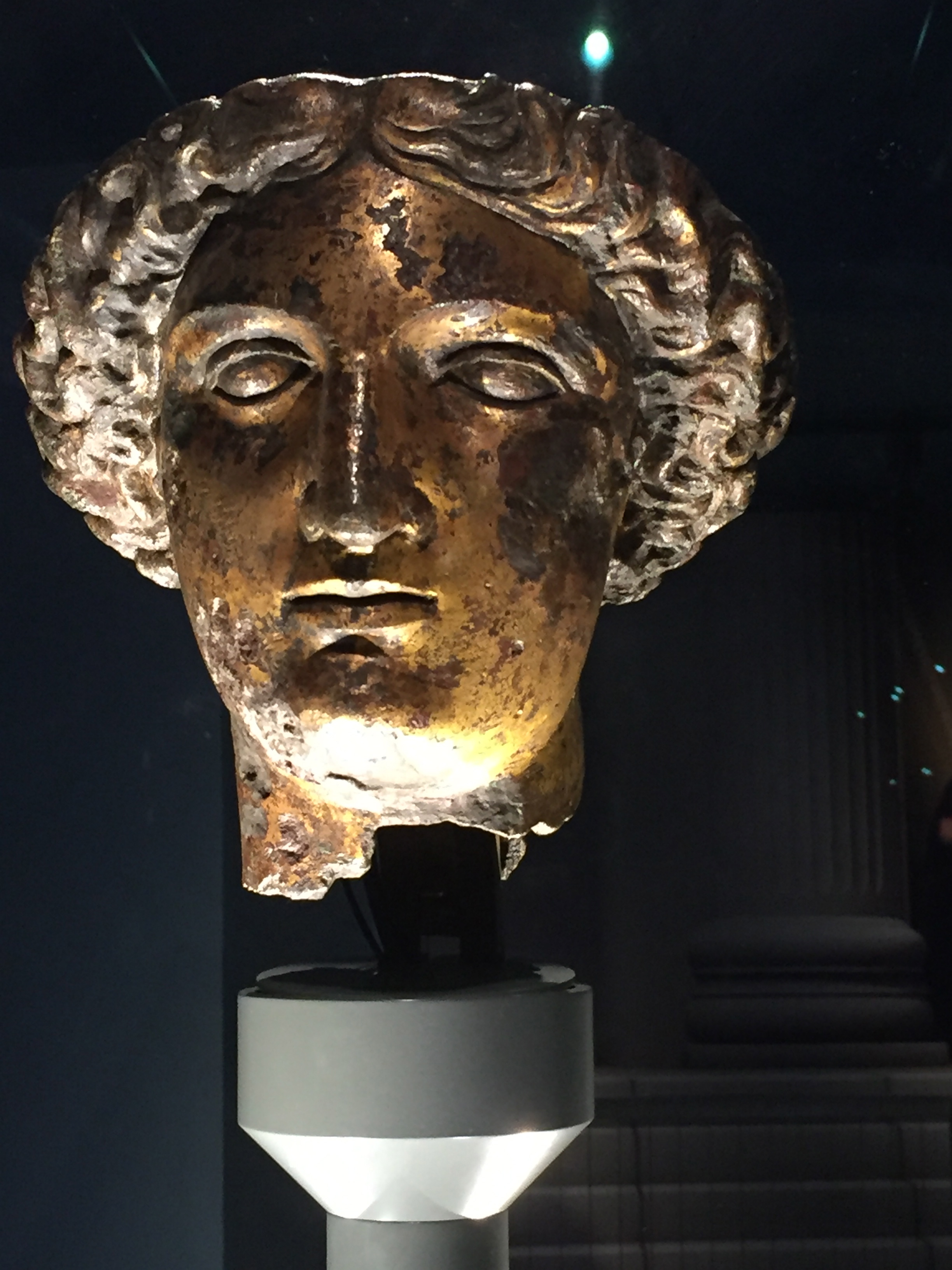 Sulis Minerva - Is she the woman who dips in and out of Dana's reality?