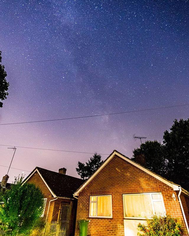Shooting Stars in Suburbia. . . . #stars #streetphotography #landscapephotography #nightphotography #longexposure #milkyway #uk #astro #astrophotography #canon6d #tuesdaymotivation