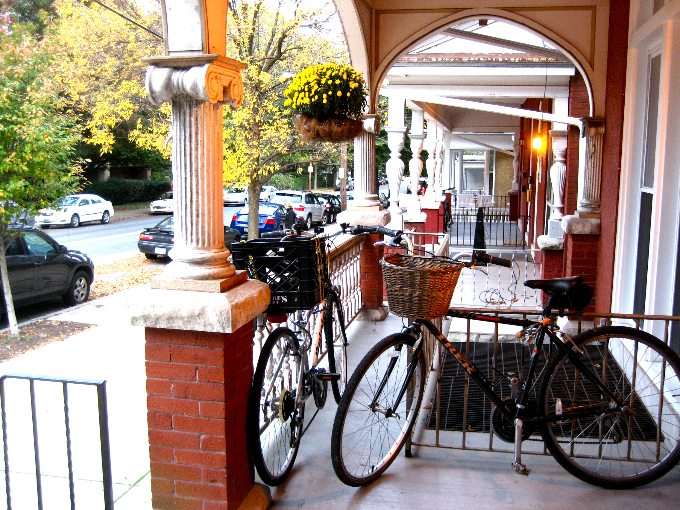 Cafe with bikes.JPG