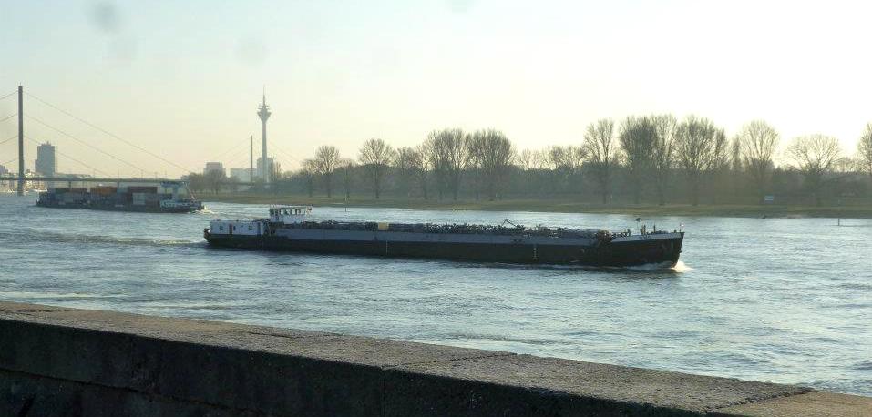 Barges and Rhineturm.jpg
