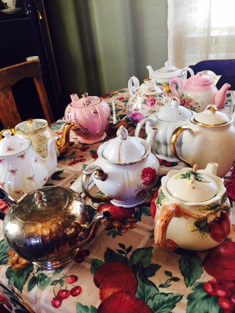Drucilla's -- teapots.jpg