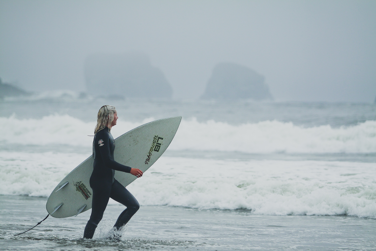 shasta goin for beach chic with new lib tech waterboard
