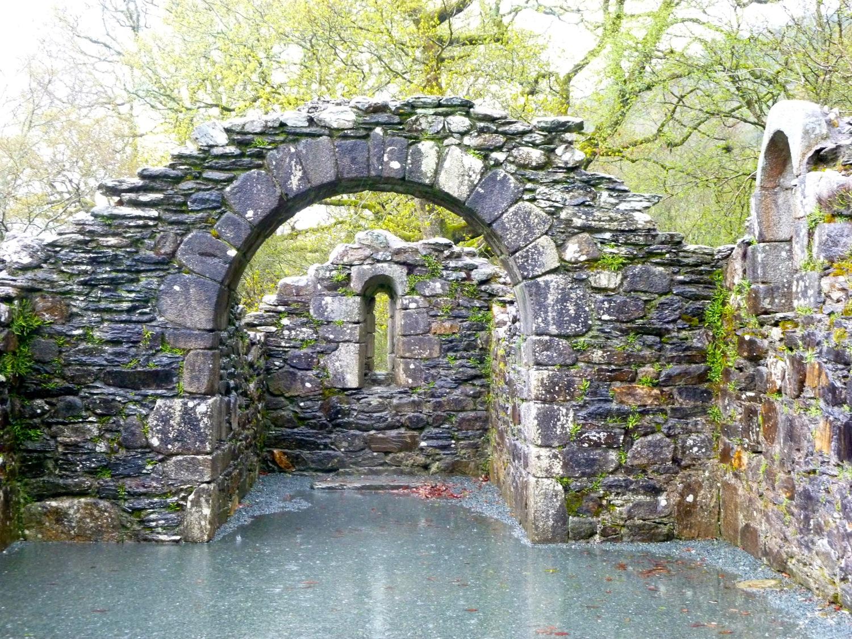 Glendalough1.jpg