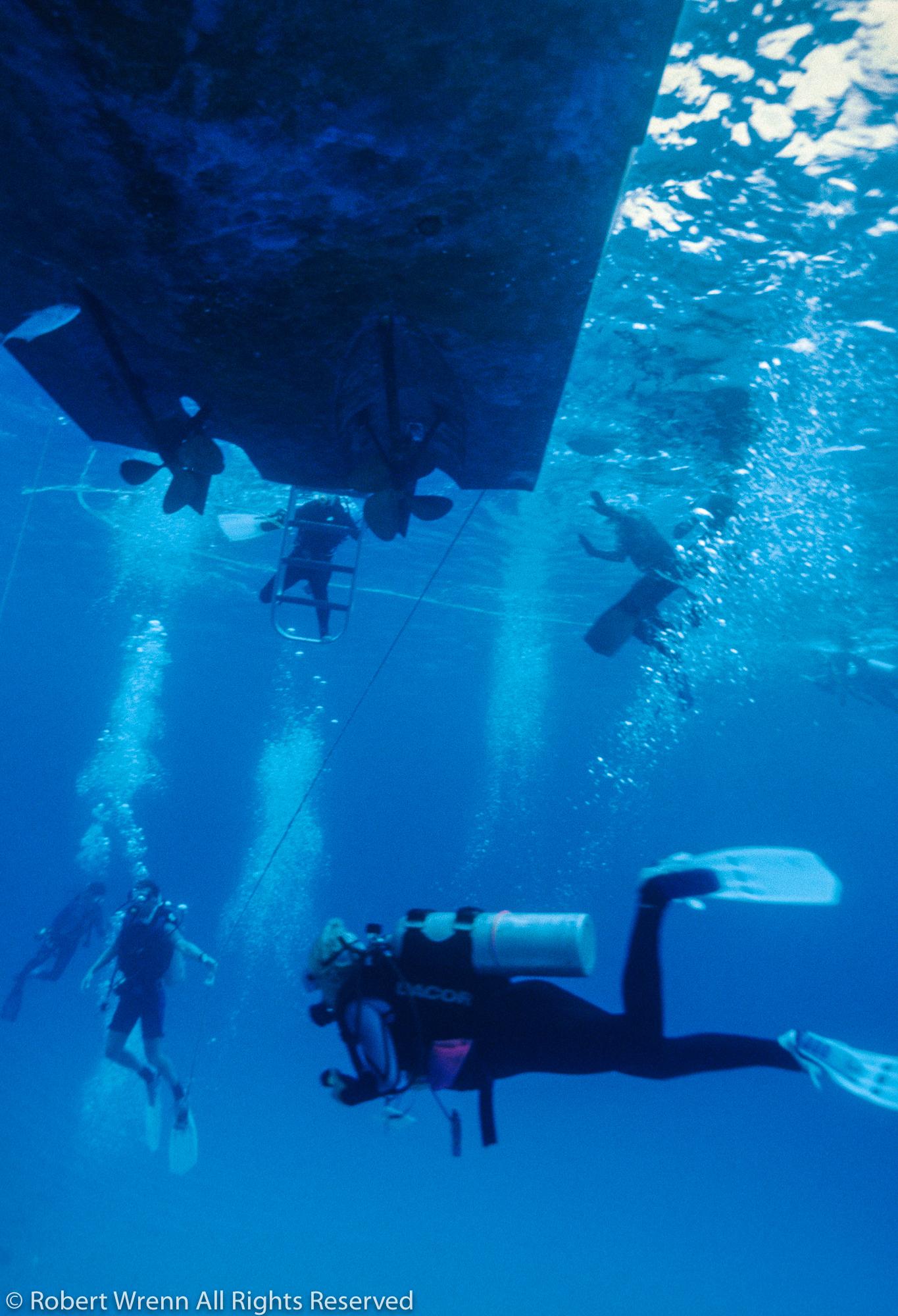20060312-DiverBoat.jpg