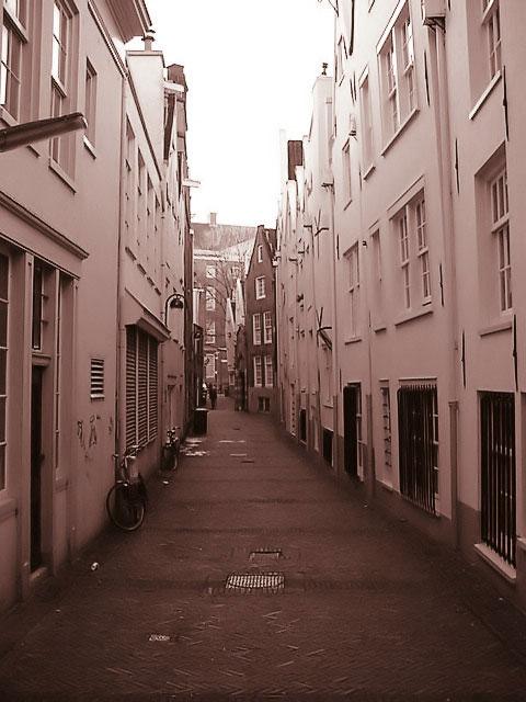 misc_amsterdam_alley.jpg