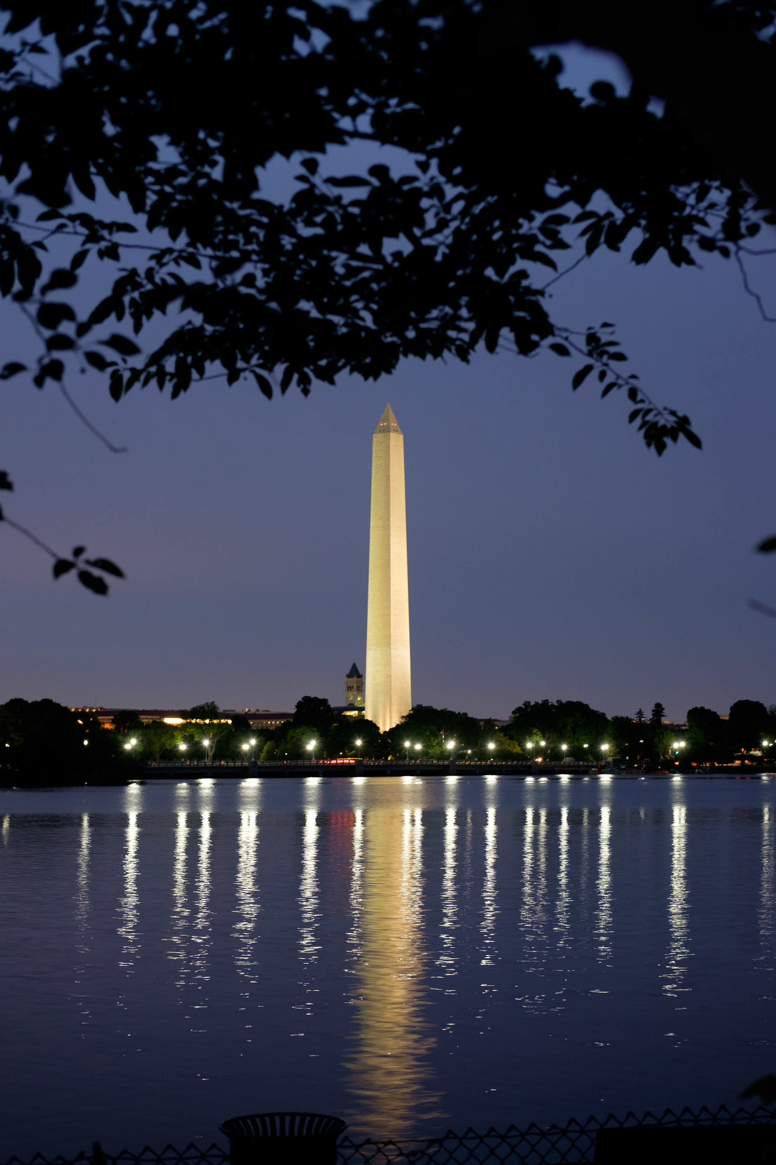 The Washington Monument shot from the MLK Memorial at night