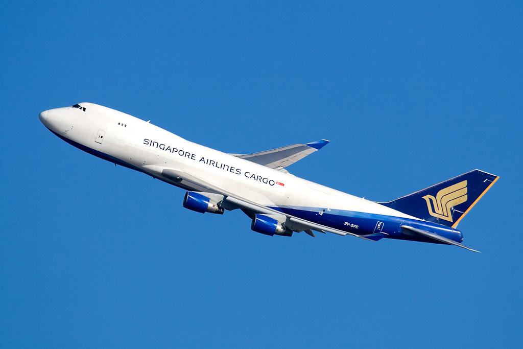 9v-sfe_SingaporeAirlinesCargo_747_jfk_122406.jpg