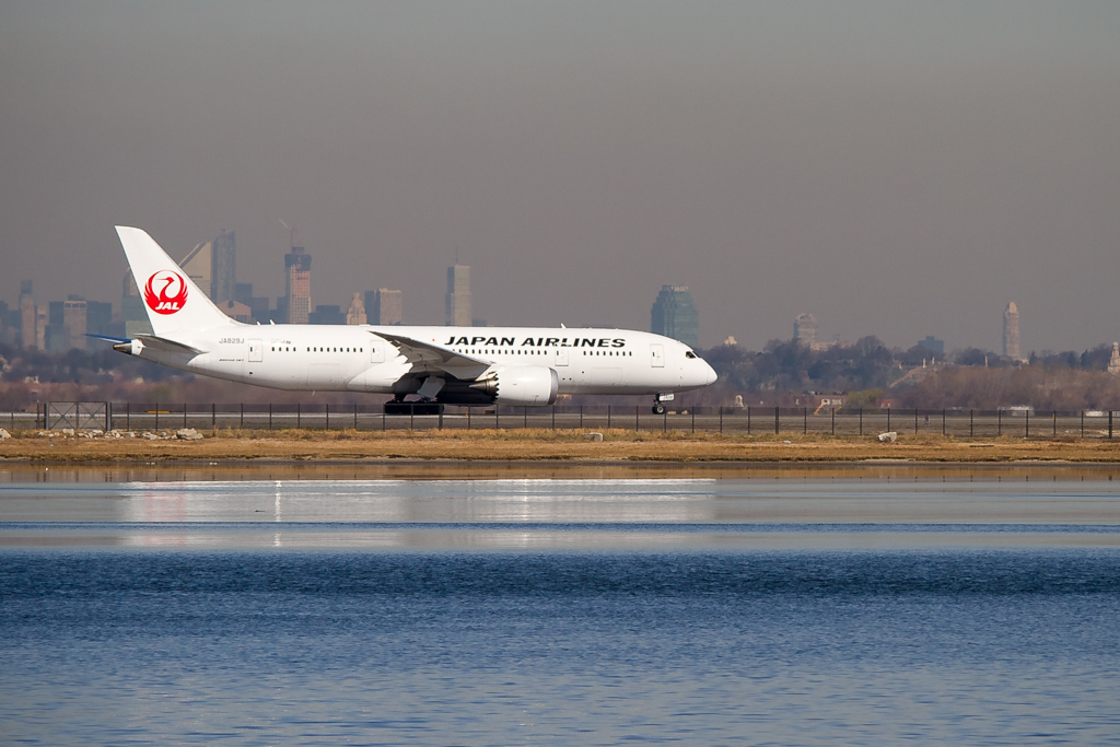A Japan Airlines 787 lines up to depart runway 4L at JFK