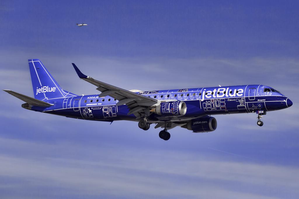 n304jb_jetblue_E190_JFK_011018_1.jpg