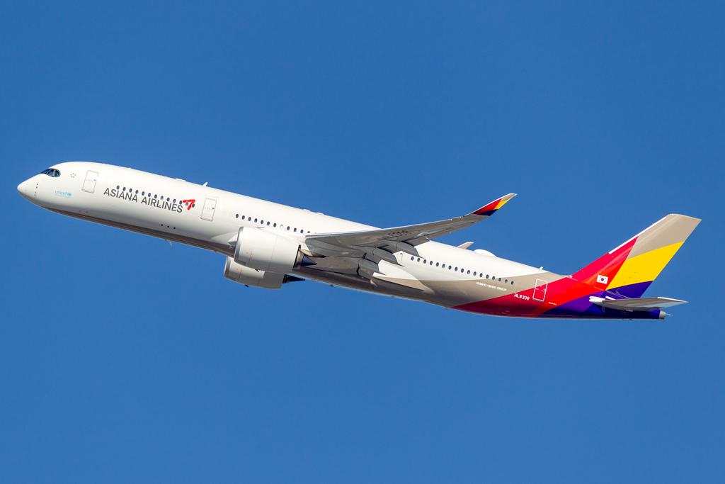 HL8308_ASIANA_A350_JFK_103018.jpg
