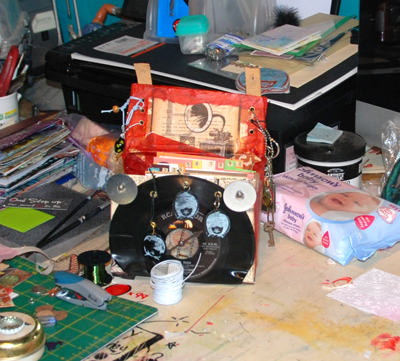 mini record box and albums   copyright donnalouiserodgers 2012