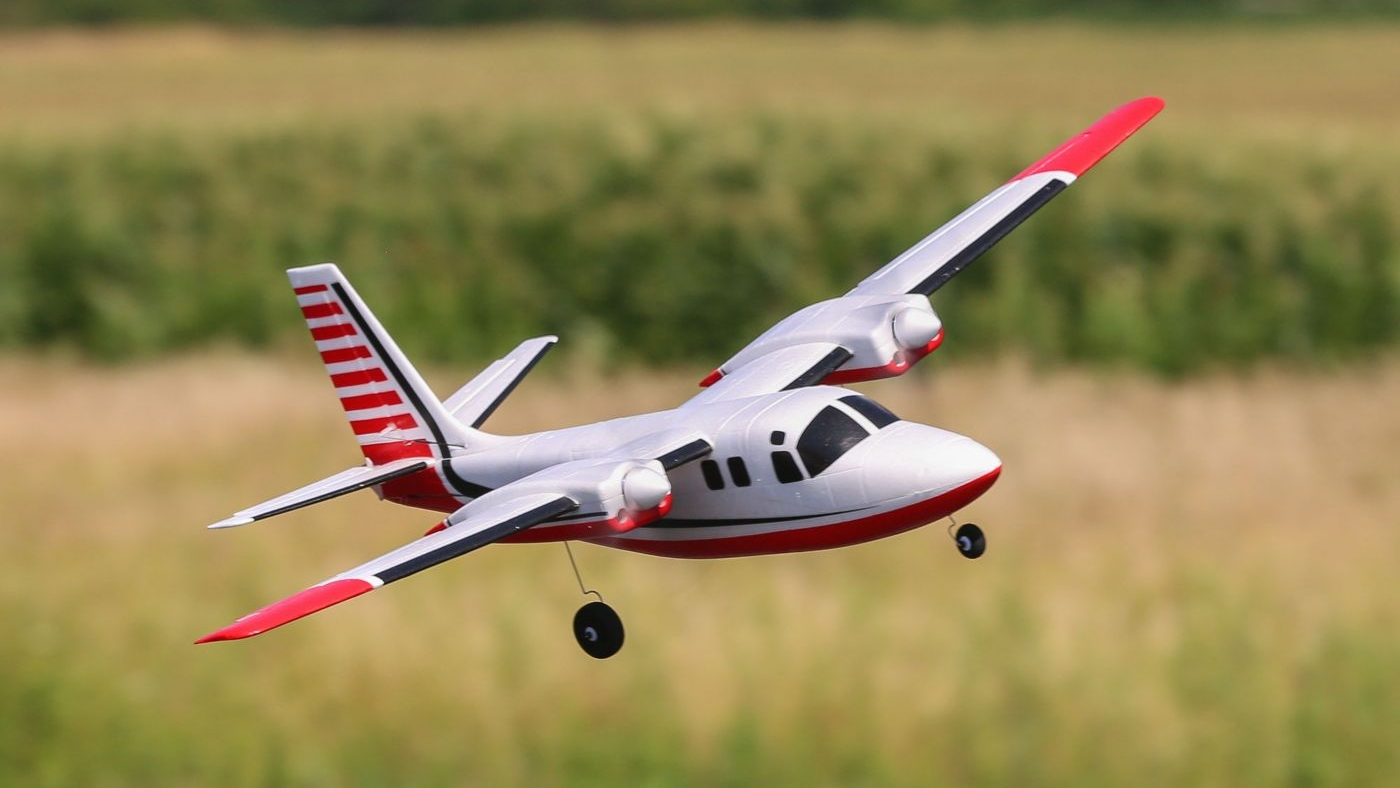 UMX Aero-Commander - Yesterday E-Flite announced a new UMX airplane, the twin engine Aero Commander. Powered by two brushless motors and requiring a 450-800mAh 2S LiPo battery (sold separately), this 28.15