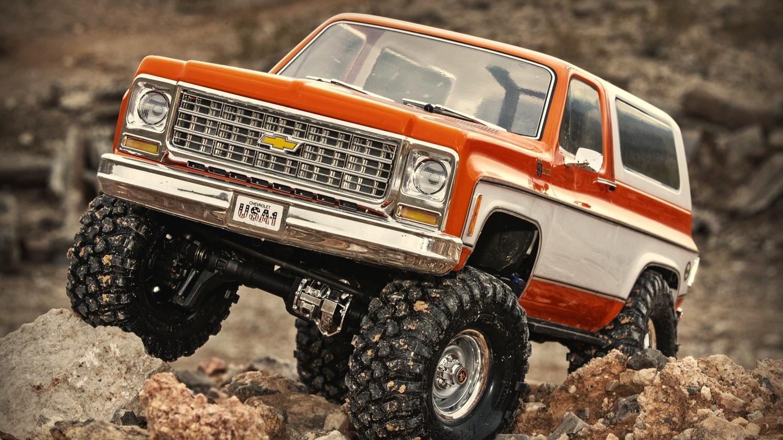 Blazer-action-06-orange.jpg