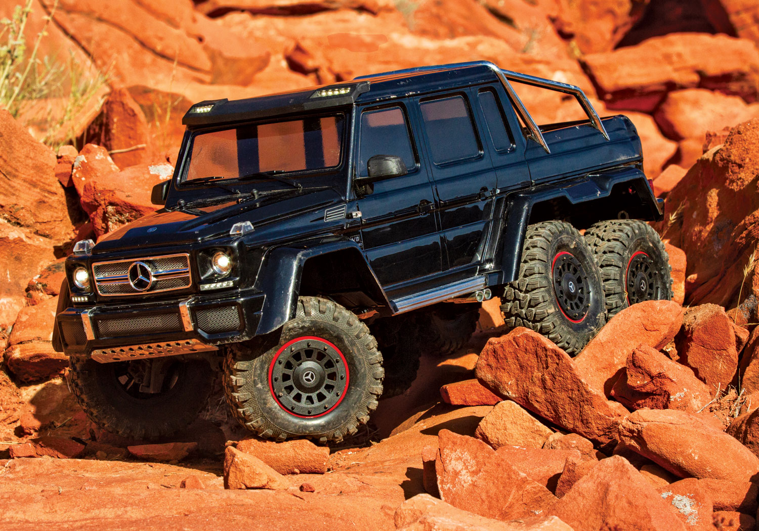 88096-4-TRX4-MB-6x6-Black-Rocks-crawl-left-AH0W3119.jpg