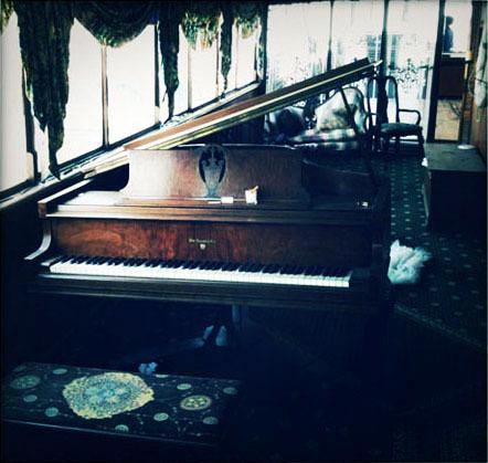 alexander-pincus-postcard-piano.jpg