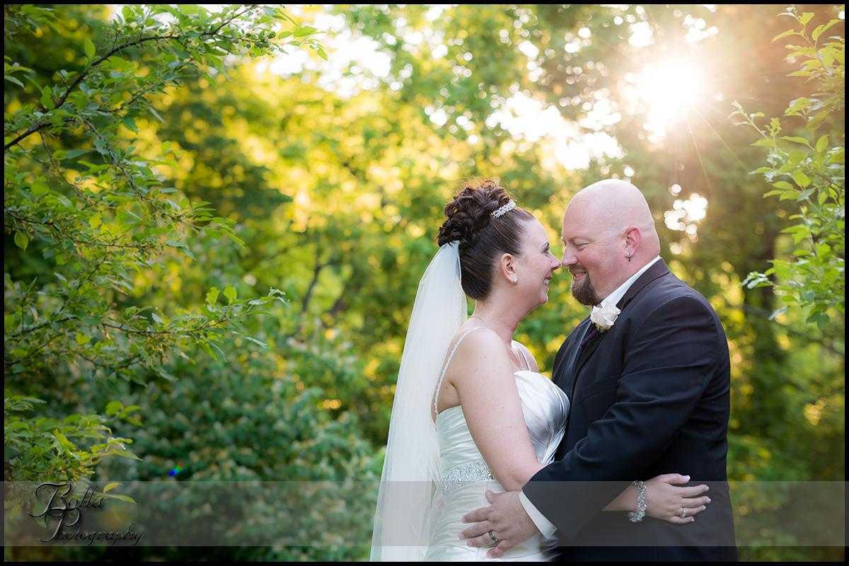 001_wedding_couple_outdoors_sunflare_columbia_il_falls.jpg