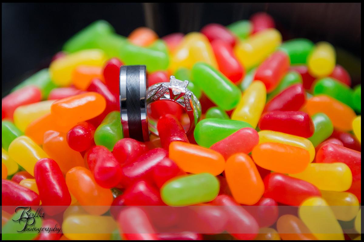 016_wedding_rings_candy.jpg