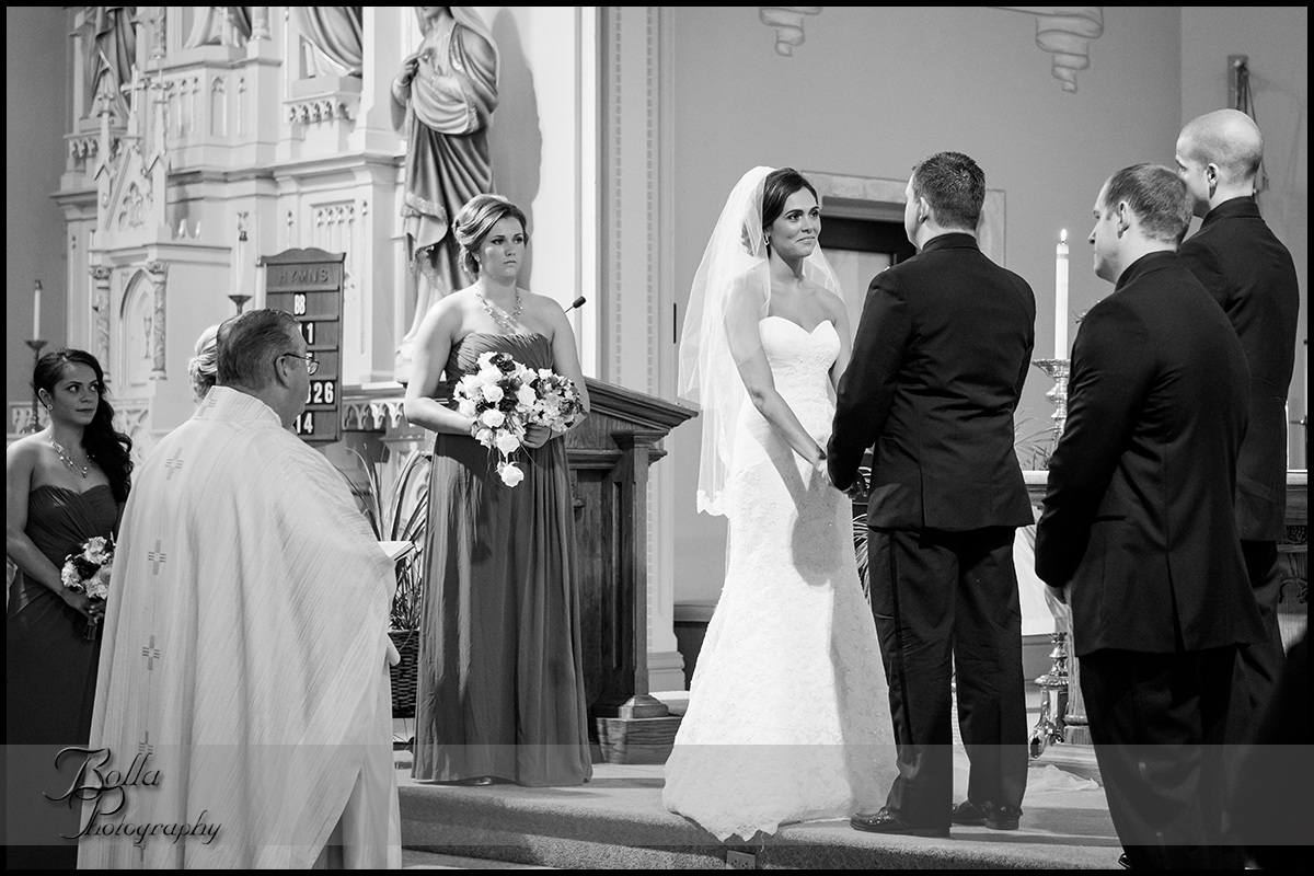 008_Bolla_Photography-wedding-ceremony-bride-groom-couple-vows-church-New_Baden-Hibbs.jpg