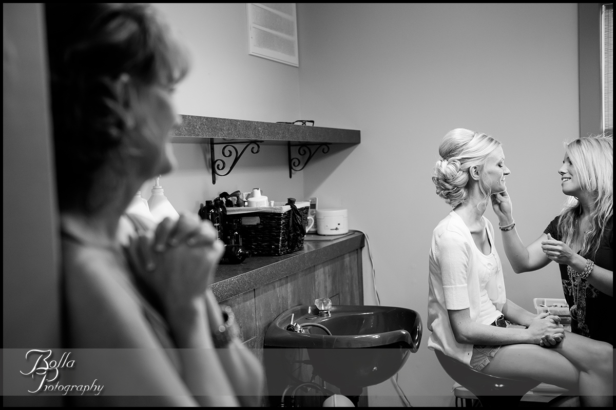 003_Bolla_Photography-wedding-preparations-bride-makeup-mother-Breese-salon-Cutting_Edge-Gerstner.jpg