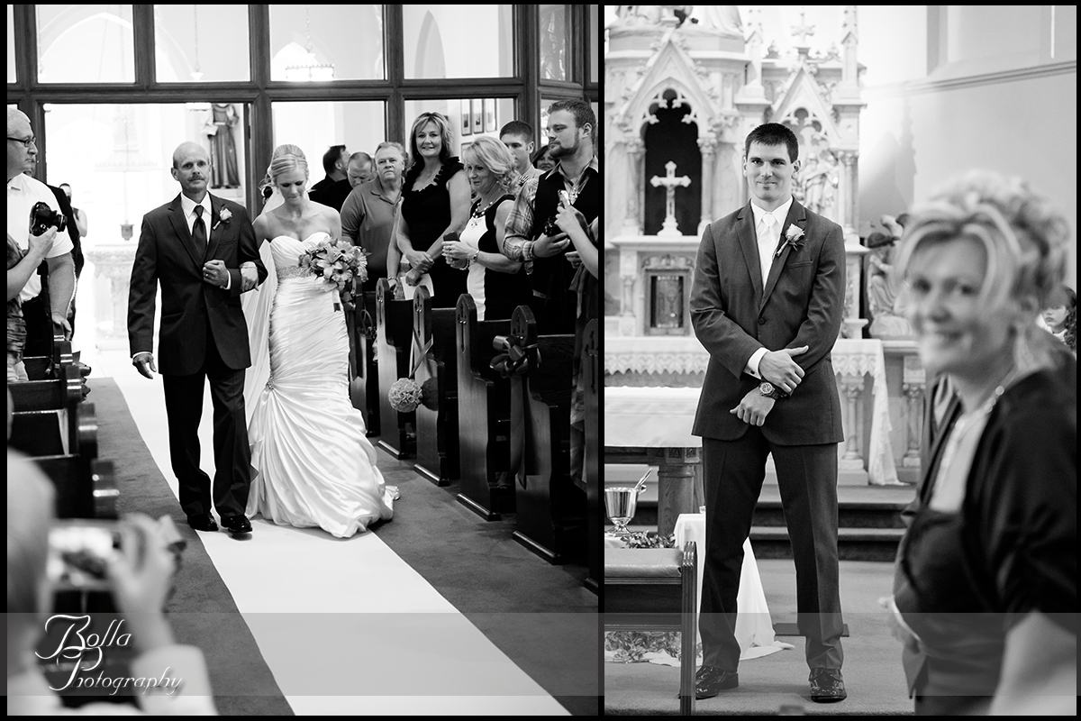 008_Bolla_Photography-wedding-church-ceremony-procession-bride-father-groom-mother-aisle-altar-Albers-Gerstner.jpg