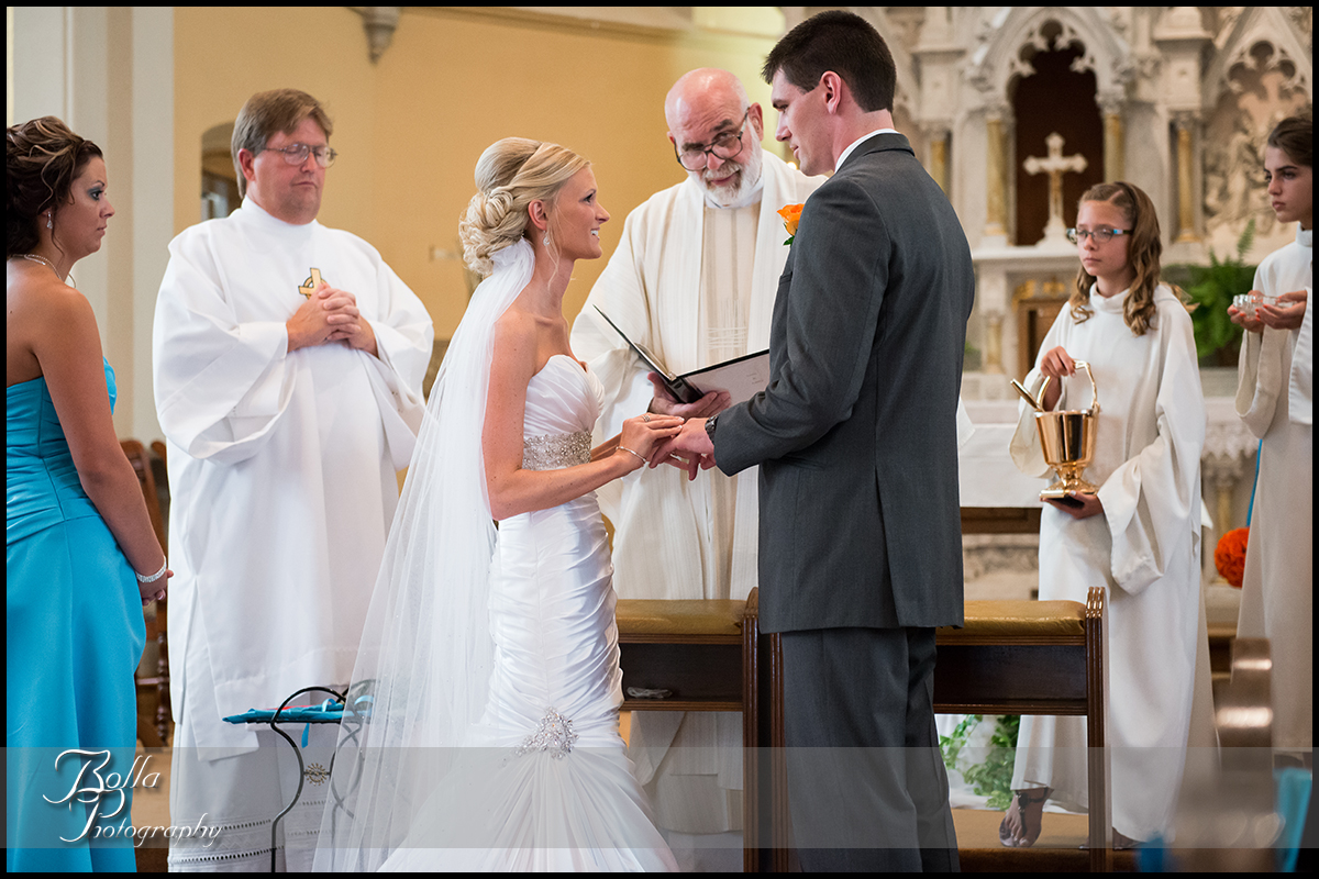 010_Bolla_Photography-wedding-church-Catholic-ceremony-bride-groom-altar-vows-rings-Albers-Gerstner.jpg