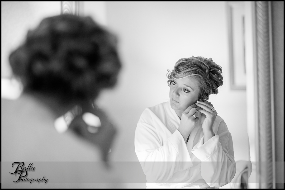 004_Bolla_Photography-wedding-preparations-bride-rob-earrings-jewelry-Mt_Vernon-Wilson.jpg