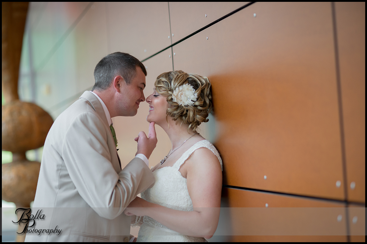 006_Bolla_Photography-wedding-portraits-bride-groom-couple-museum-Mt_Vernon-Wilson.jpg